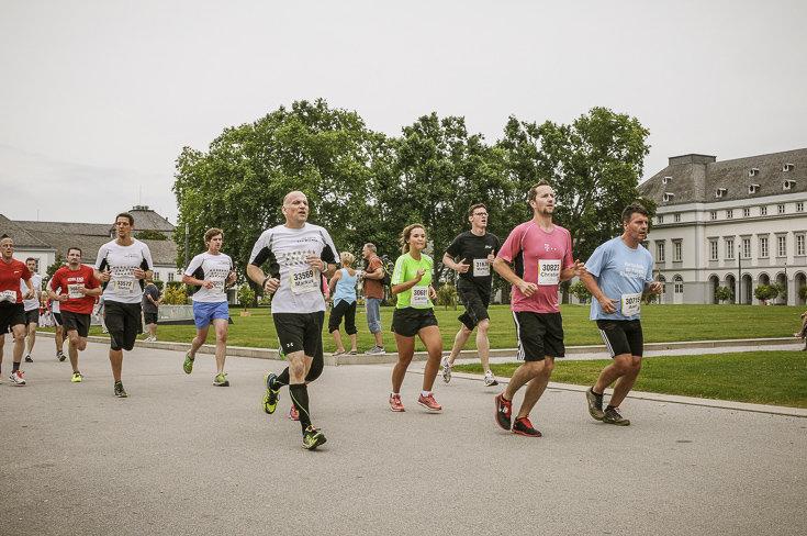 Die Bilder Vom Münz Firmenlauf Mit Fast 15000 Startern Laufende